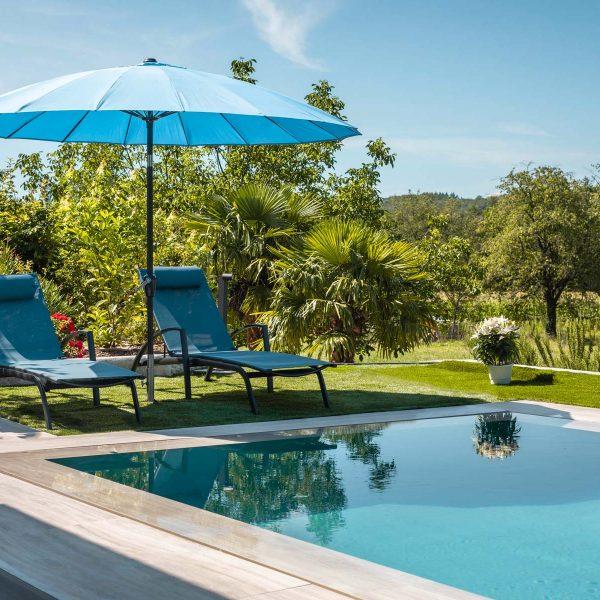 piscine talya avec transat et parasol
