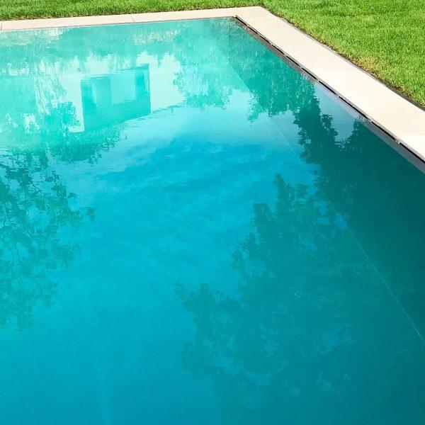 Zoom d'une piscine en inox Talya